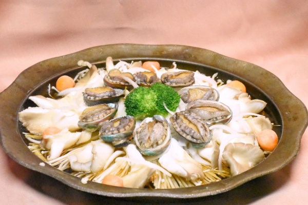 FuMei Seafood Restaurant-Variously colored abalones