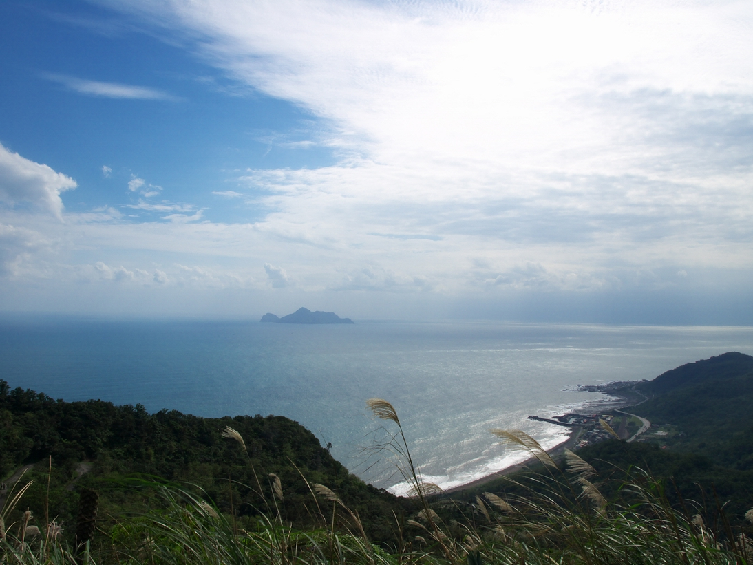埡口遠眺龜山島